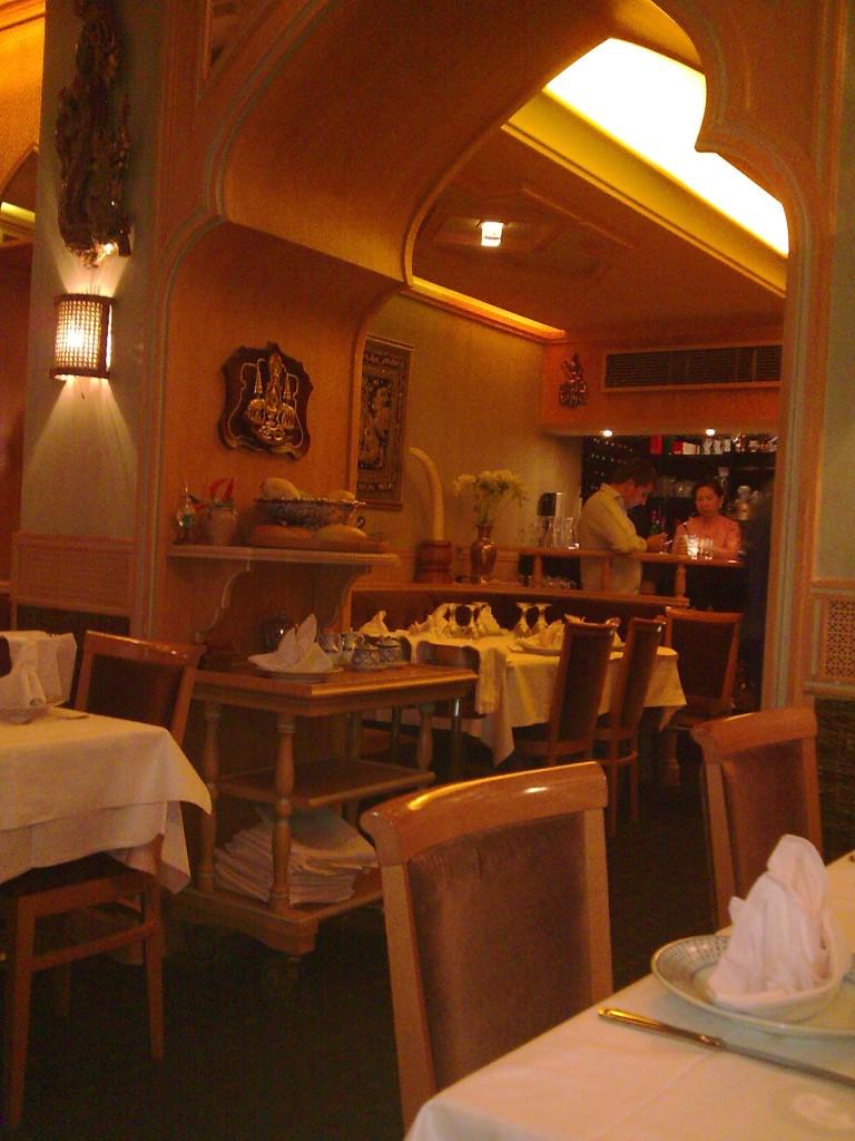 erawan restaurant paris 15e erawan paris 15e le tha rassurant restaurants. Black Bedroom Furniture Sets. Home Design Ideas