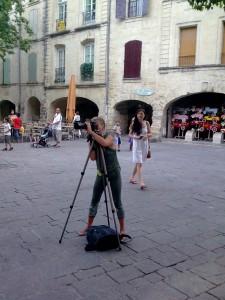 Une photographe (de mode) en action, place aux Herbes