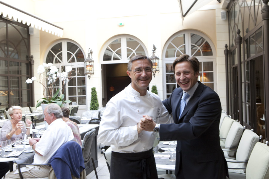 La cour by le grand monarque restaurant chartres for Bon restaurant chartres