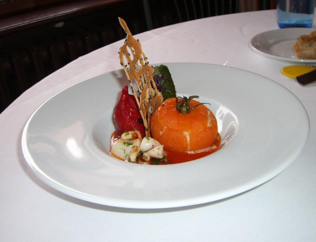 Tomate farcie à la brandade et pistes © AA