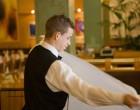Le service et la mise-en-place des nappes © Maurice Rougemont