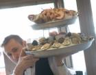 Le service du plateau de fruits de mer ©Maurice Rougemont