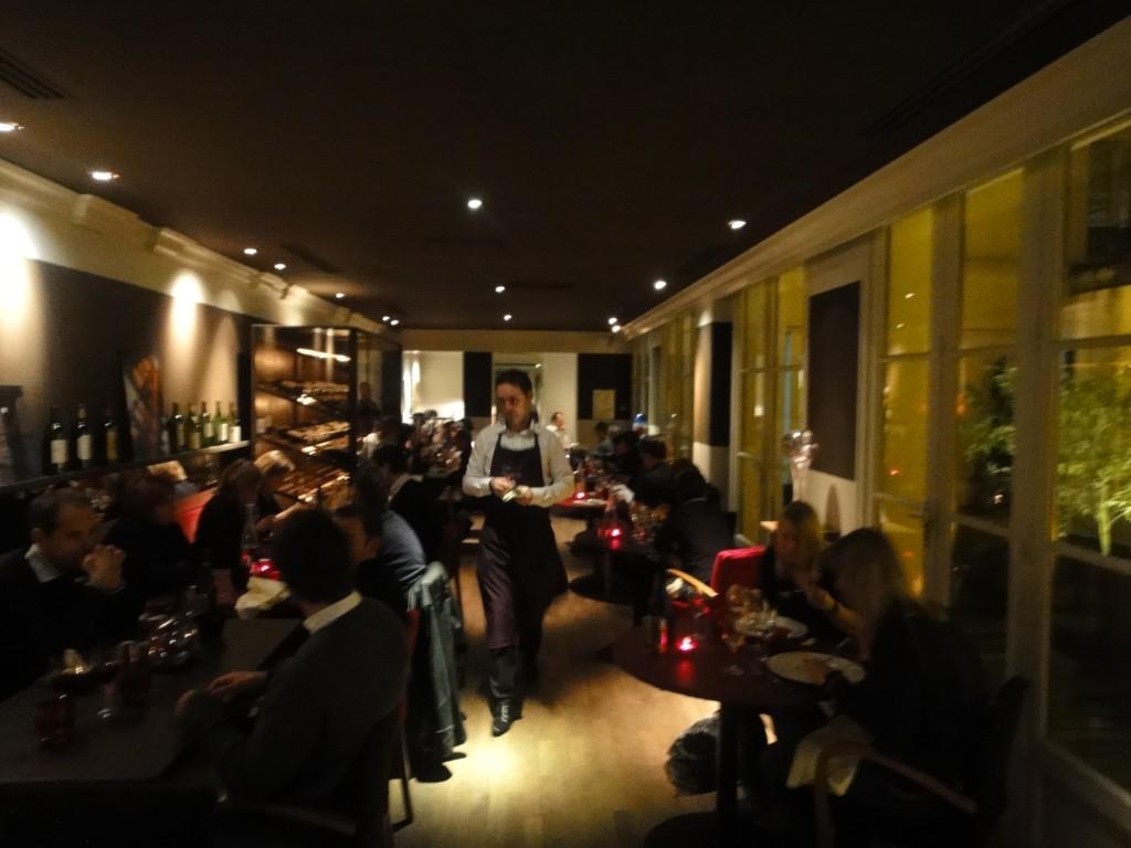 le moderne restaurant paris 2e le moderne paris 2e la forme restaurants. Black Bedroom Furniture Sets. Home Design Ideas