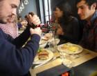 Sandwiches et oeufs Benedict entre amis ©GP