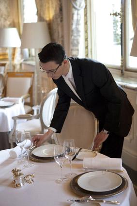 Mise en place avant le service le blog de gilles pudlowski les pieds dans le plat - Mise en place table restaurant ...