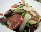 Salade lomo, parmesan, pignons ©GP