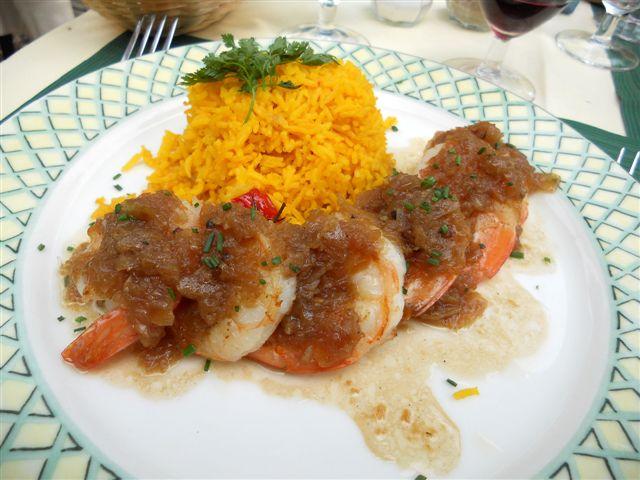 Grosses crevettes snackées, riz basmati © Alain Angenost