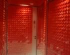 Toilettes en écailles rouges ©GP