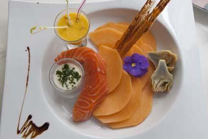 Fondant de saumon tiède à la fleur de sel et melon © Maurice ...