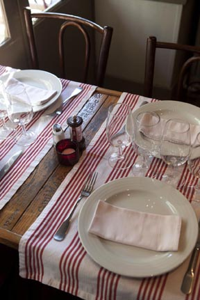 Une table ©Maurice Rougemont