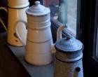 Cafetières en déco ©Maurice Rougemont