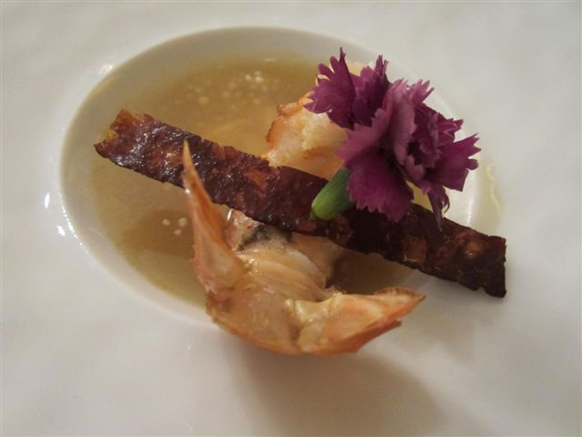 Consommé de tapioca et ravioles de langoustine © Alain Angenost