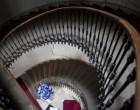 Escalier au Cheval Blanc ©Maurice Rougemont