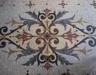 Mosaïque sur le sol à l'Imprévu ©Maurice Rougemont