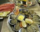 Plateaux d'huîtres et grosses crevettes ©Alain Angenost
