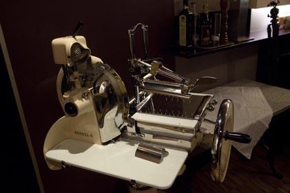 Machine jambon berkel le blog de gilles pudlowski les pieds dans le plat - Machine a couper le jambon berkel ...