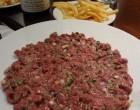 Tartare coupé au couteau, frites et givry © GP