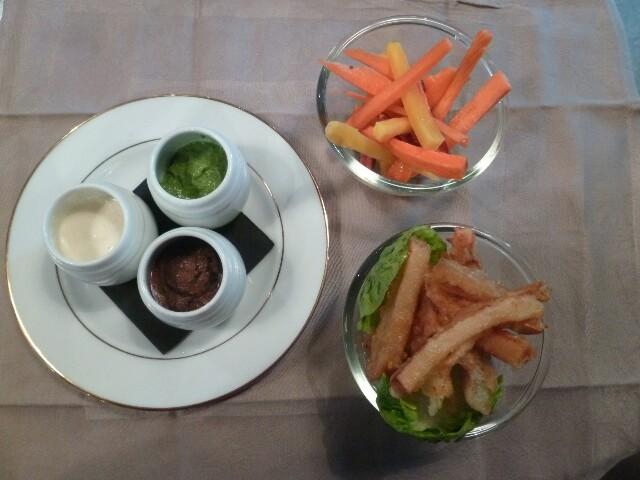 Bâtonnets et tempura de légumes crus © Didier Chambeau