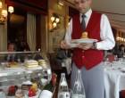Le service des desserts (RGS est à gauche) © GP