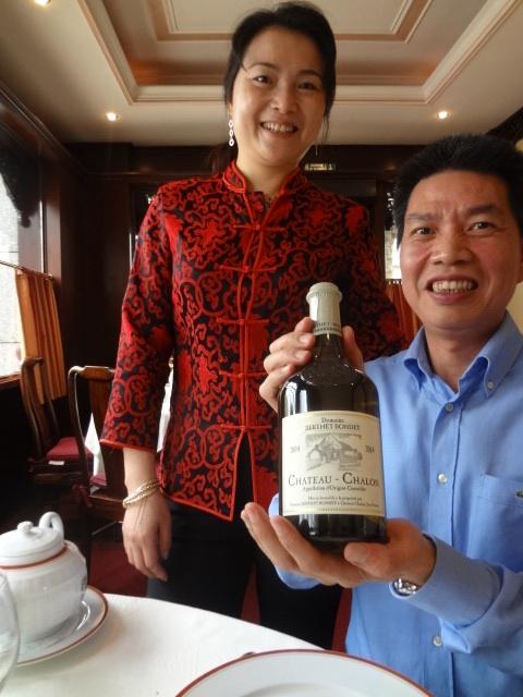 Liyu et Yongwei Chen avec le château chalon © GP