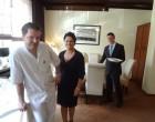 Lutz, Cynthia et le maître d'hôtel © GP