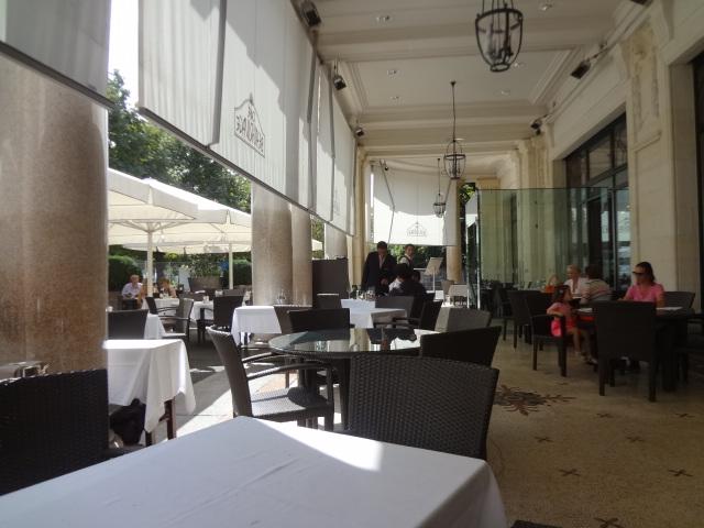 Caf beau rivage restaurant lausanne en terrasse au for Au beau rivage la cuisine