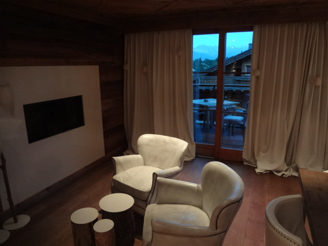 salon dans une chambre. Black Bedroom Furniture Sets. Home Design Ideas