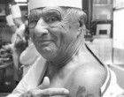 Paul Bocuse et son tatouage © Maurice Rougemont