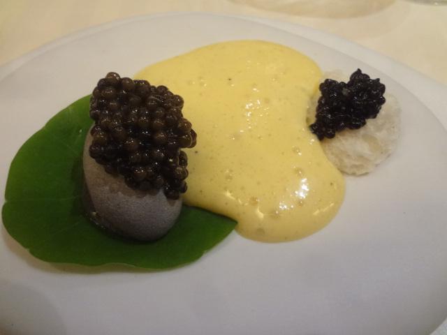 Caviar et pomme de terre en galet ©GP