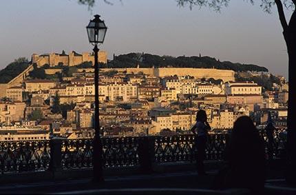 Le château de saint-Jorge et la ville fortifiée © Maurice Rougemont