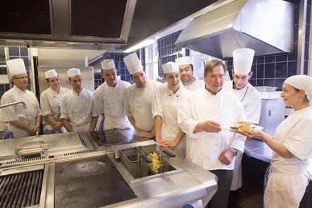 G-P Baumann et la cuisine © Maurice Rougemont