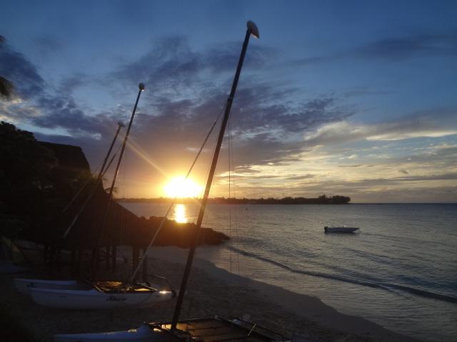 La plage au soleil couchant © GP