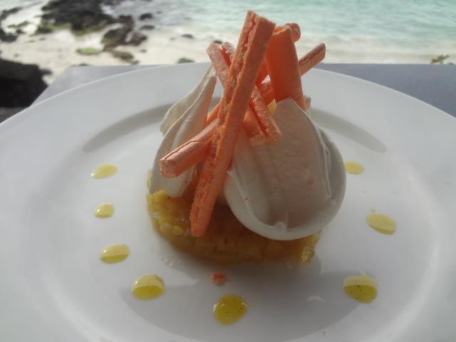 Pétales de meringue aux fruits exotiques ©GP