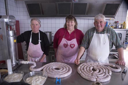 Toute l'équipe en cuisine ©Maurice Rougemont