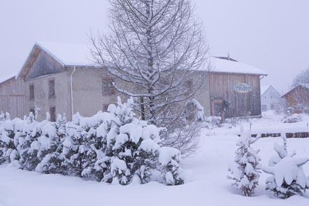 La Ferme sous la neige ©Maurice Rougemont