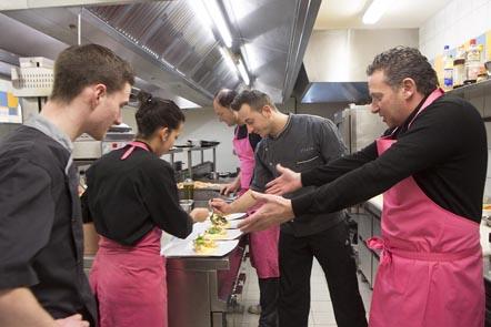 En cuisine ©Maurice Rougemont