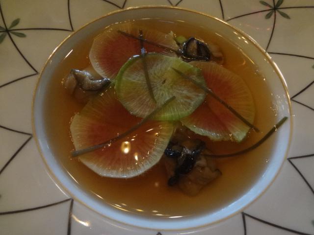 Huîtres et bouillon d'algues et bonite ©GP