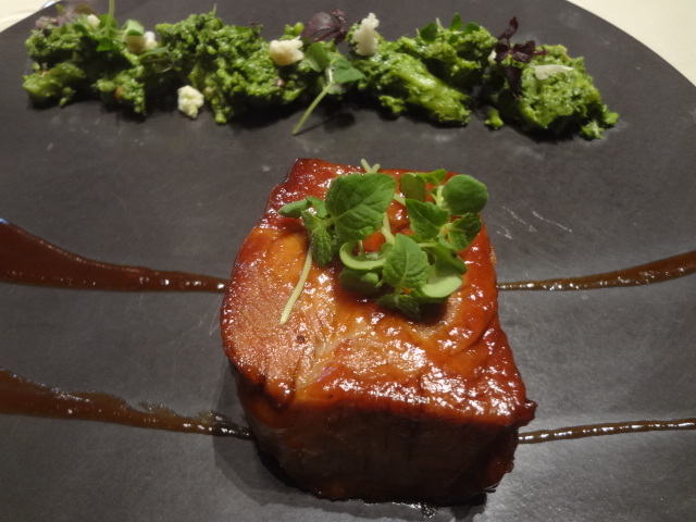 Cochon laqué et écrasée de brocolis ©GP