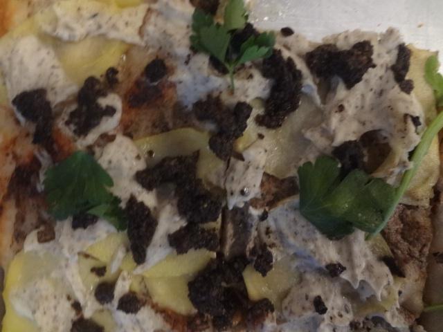 Pizza à la crème de truffes ©GP