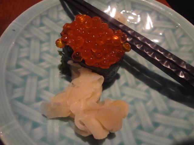 Oeufs de saumon en sushi © GP