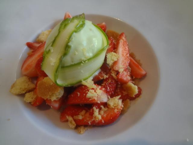 Salade de fraises et glace à l'asperge © GP