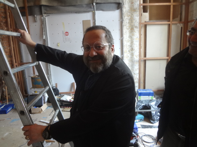 Guy Job et les travaux de la nouvelle salle © GP