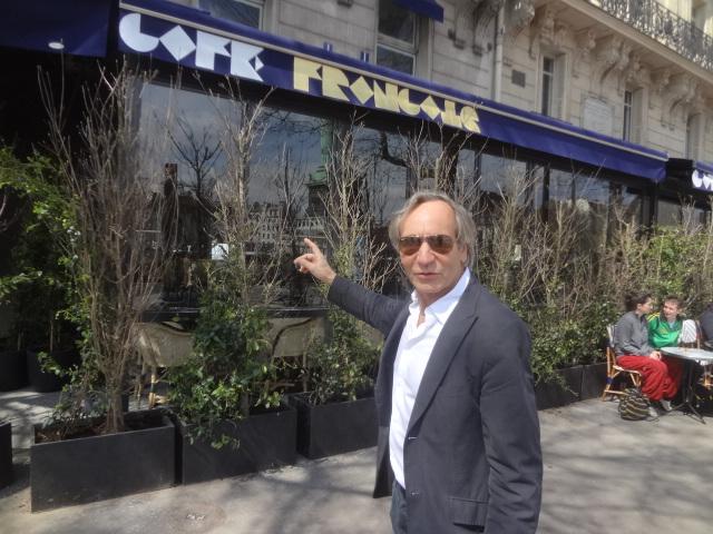 Gilbert Costes et la façade © GP