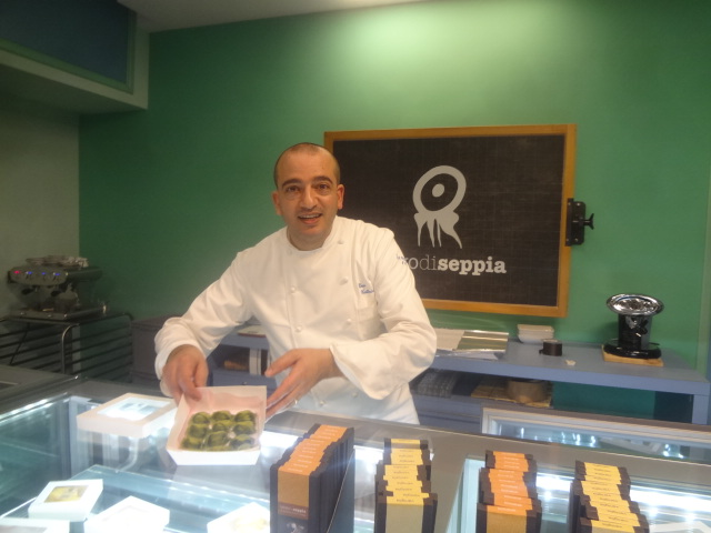 Pino Cuttaia dans sa boutique © GP