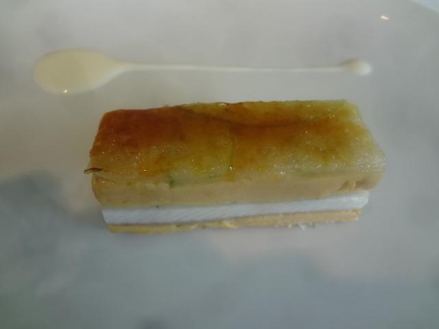 Mille-feuille caramélisé d'anguille, foie et pomme © GP