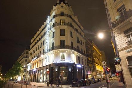 La façade vue d'angle © Maurice Rougemont