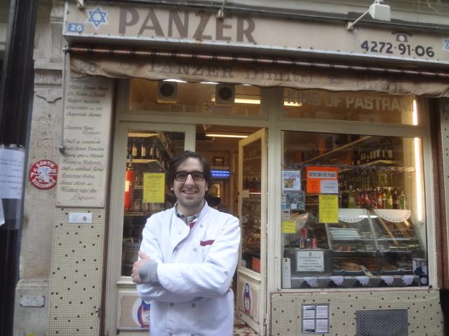Nicolas Panzer devant la boutique © GP