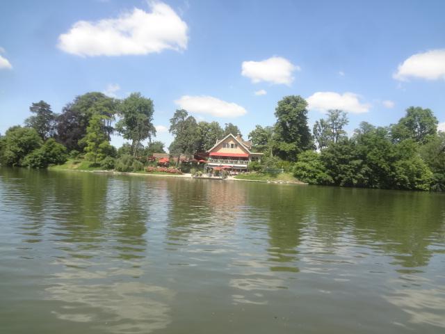 Le chalet vu du lac ©GP