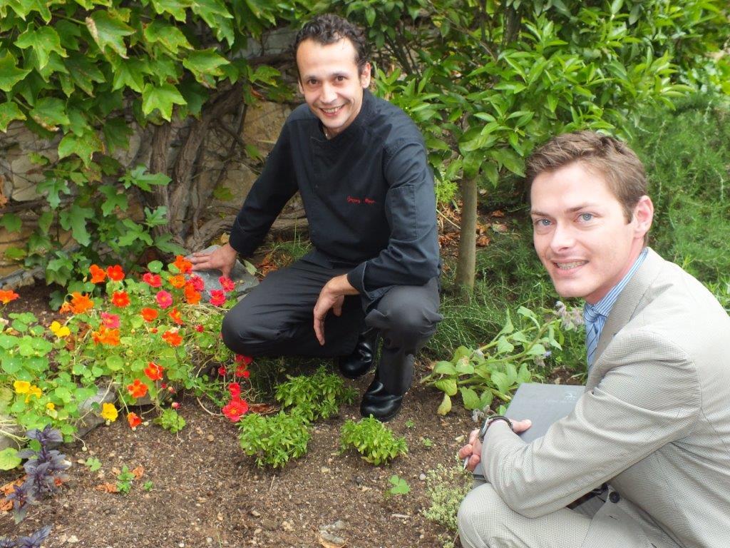 Grégory et Sébastien au jardin ©Alain Angenost