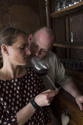 Cyril et Anabelle en cave © Maurice Rougemont